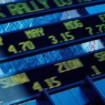 Акции китайских компаний падают в ходе торгов