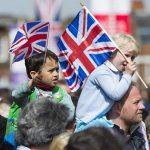 Средняя задолженность британских семей увеличилась почти до £13 тысяч